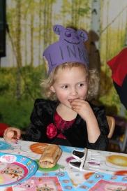 Linnea storkoste seg hele dagen :-) Superkjekt å bli 4 år!
