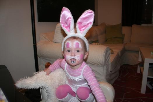 Linnea som kanin - 2 år gammel :-)