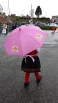 Hva gjør vel litt regn når man har rosa paraply??